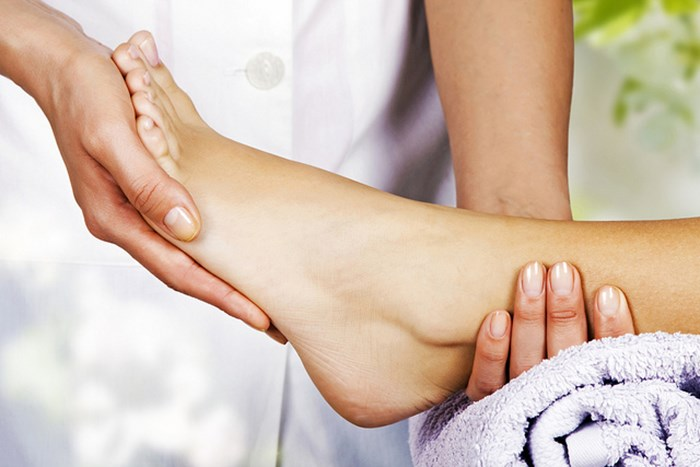 Soothing Foot Rub For Cracked Heels